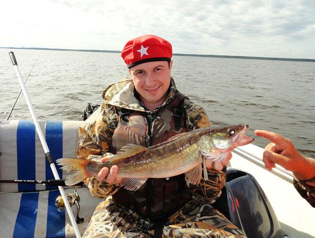 видео рыбалка на реке сутка